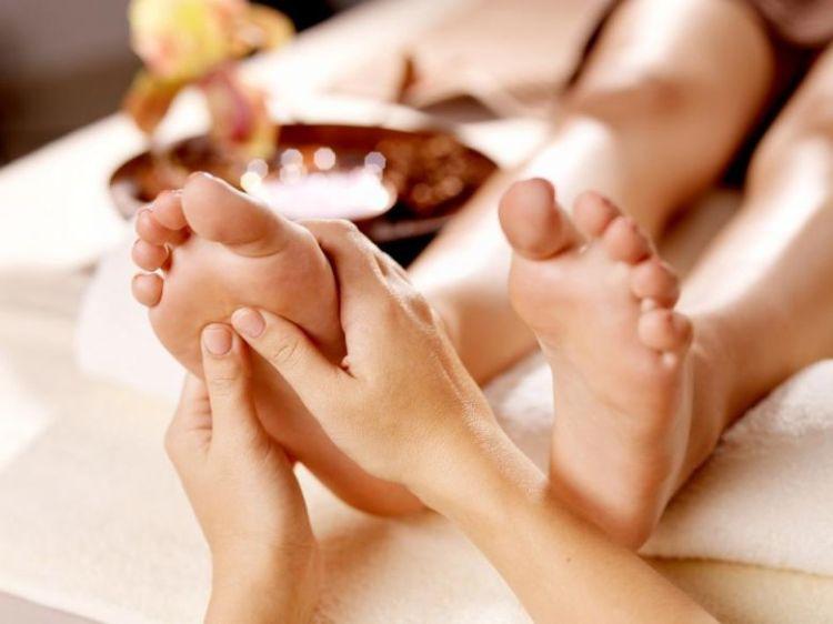masaje-de-espalda-o-masaje-relajante-de-pies-en-confort-cuerpo-y-mente-norte-bogota